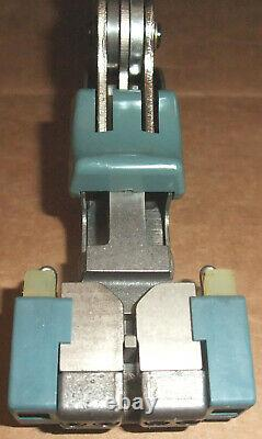 AMP Inc. VS-3 Wire Crimping Splicing Hand Tool 230971-1 withBox of Connectors