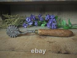 Early American Pastry Jagger Pie Crimper Hand Forged Baking Tool Sun Burst Wheel